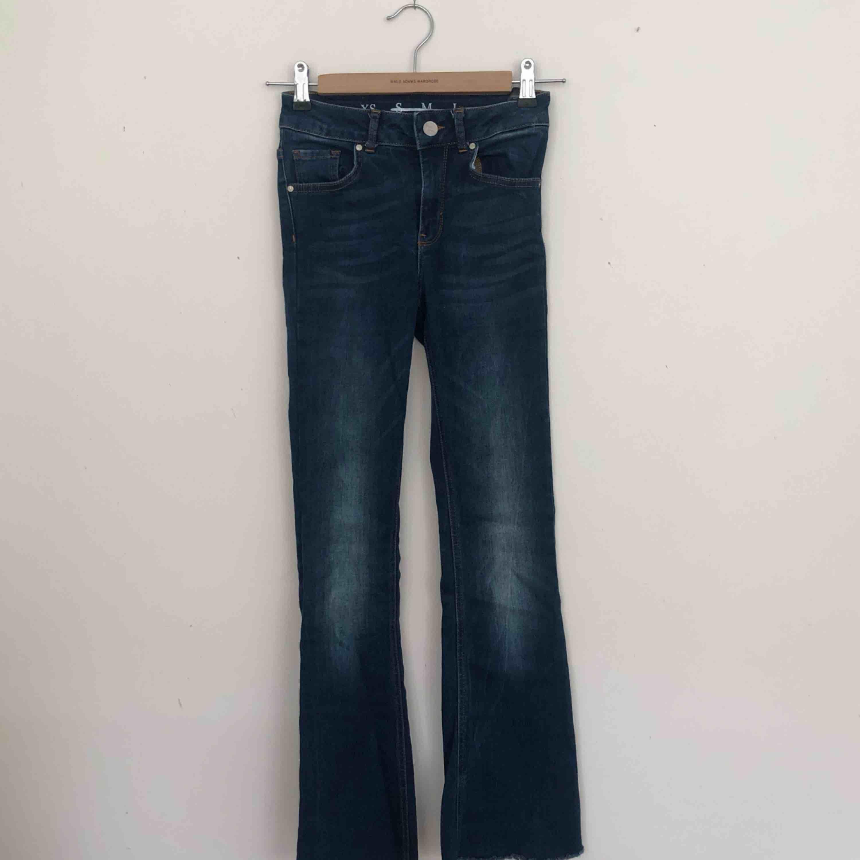Bootcut jeans från BikBok i bra skick. Finns i Malmö, kontakta mig för fler bilder. . Jeans & Byxor.