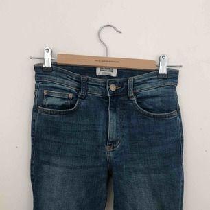 Jeans från Zara, storlek 34. Finns i Malmö, kontakta mig för fler bilder.