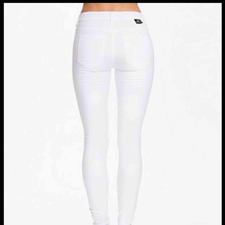 Storlek S Dr denim jeans PLENTY. Jeans & Byxor.