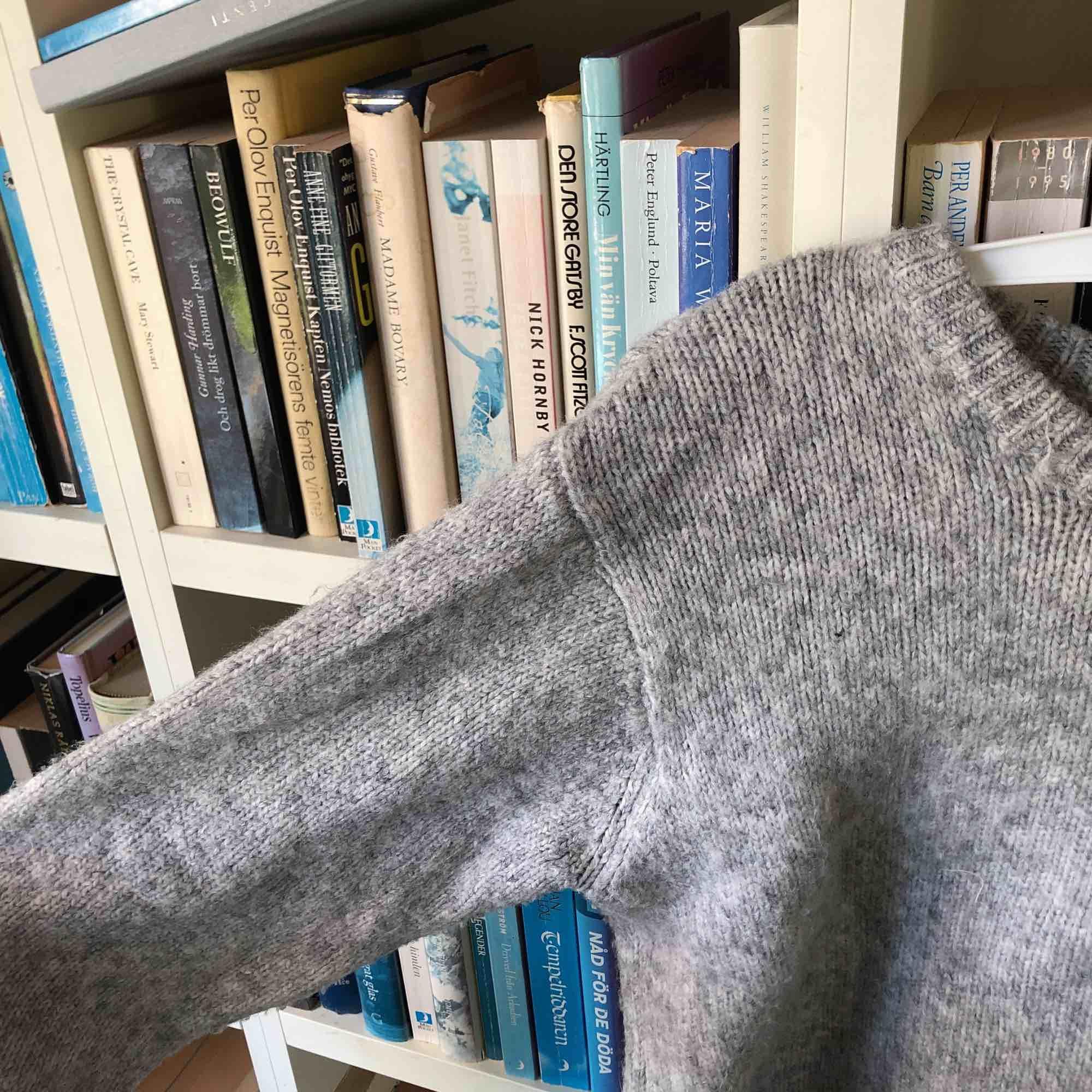 Croppad stickad tröja från Brandy Melville❤️. Huvtröjor & Träningströjor.