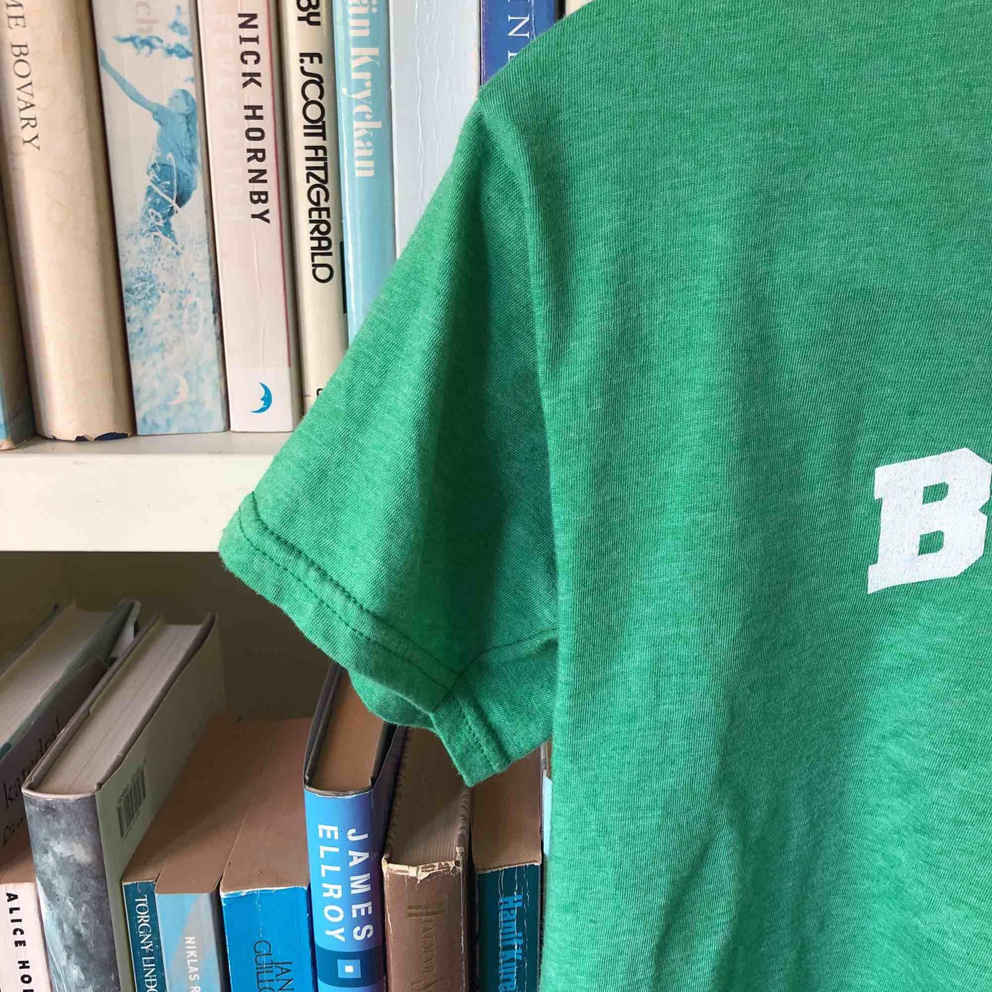 Tröja med Boston motiv🥰 Om du vill ha bild på hur den ser ut på så kan du bara fråga!. T-shirts.
