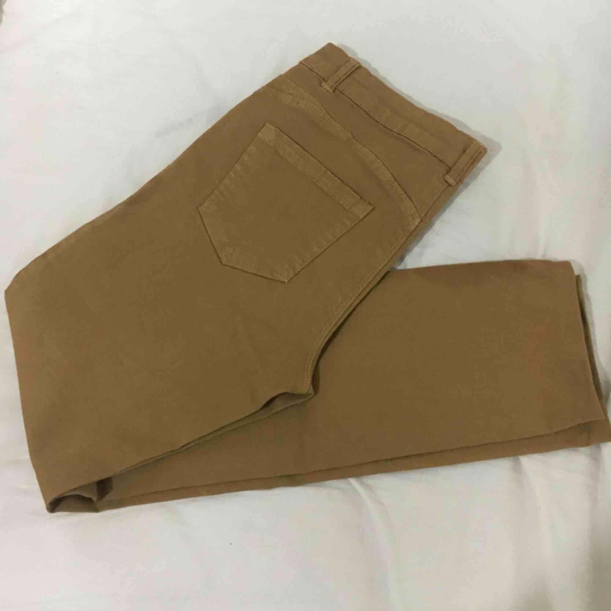 Nya bruna byxor! Frakt tillkommer 🍃. Jeans & Byxor.