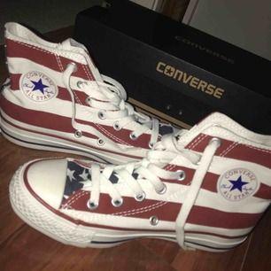 Helt nya oanvända Converse i strl 36,5! Säljer pga för liten storlek, nypriset var 799kr! Såklart äkta!💕