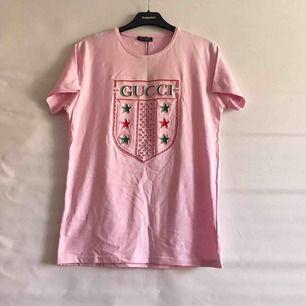 Helt ny Gucci replica unisex t-shirt ✨ Fint att ha croppad. Frakt 35kr