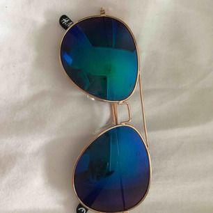 Spegel glasögon från hm med guldiga bågar. Bra skick men ganska gamla