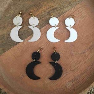 Handgjorda månörhängen - frakt 9 kr Finns i vita, svarta eller sandfärgade 🌗