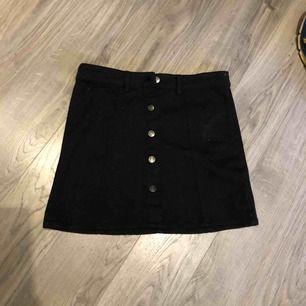 En snygg kjol från Ullared! I storlek XSmen funkar som S också. Endast testad en gång. Nypris 200 jag säljer för 100kr! OBS- katt finns i hemmet!