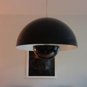 Stora svart Verner Panton Flowerpot. 50 cm diameter. Fint skick. Nypris 5600 kr