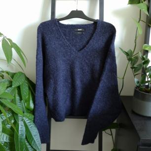 Mjuk woolblend tröja, knappt använd. Möts upp i Stockholm eller fraktar för 55kr.