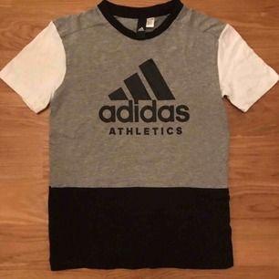 Adidas tröja 152.11-12 år NY.