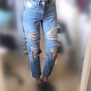 🦋 Skitsnygga högmidjade ljusblå jeans, använda endast en gång (frakt tillkommer) 🦋