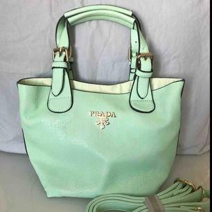 🌸 Liten mintgröna Prada handväska, aldrig använd (inte äkta) (frakt tillkommer) 🌸