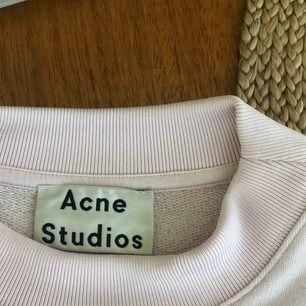 Ljusrosa sweatshirt från Acne! Superfin! Gratis frakt om du köper något mer:)