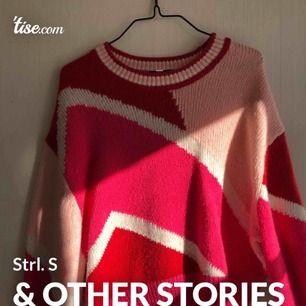 Stickad tröja från & other stories. Använd 2 gånger. Köpt i Stockholm för 600kr.