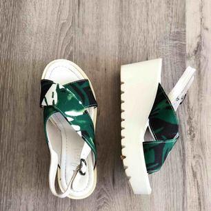 Skor från Italien, inte använda, köpt billiga, vet faktiskt inte priset... Vet heller inte märket
