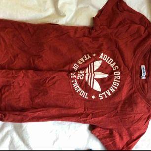 Adidas origanal tröja, bra skick, sälj pga ingen användning.