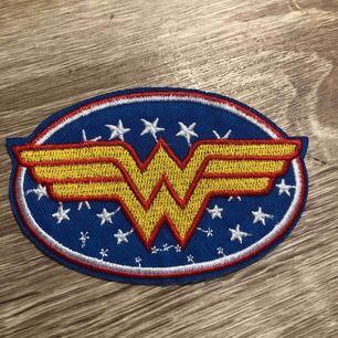 Wonderwomen stryknings märke för kläder, väska, keps, tyg , etc... helt ny. Frakten kostar 9 kr.