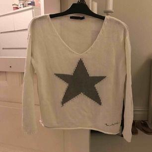 En stickad tröja från Bondelid i strl S.