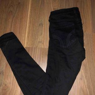 Svarta jeans från hollister  Storlek 00 vilken är som XS