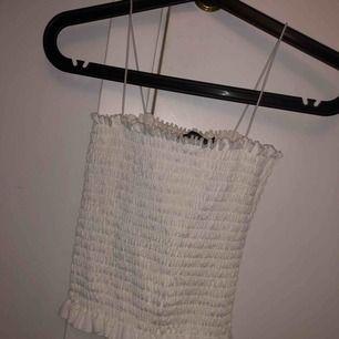 Ett vitt linne från boohoo