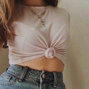 Söt ljusrosa t-shirt från Gina ❤️ DM för mer info/ mer bilder😊