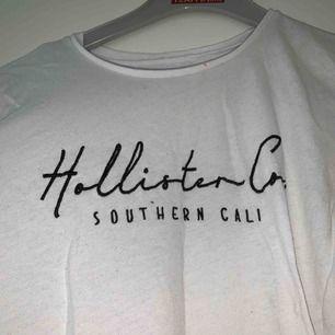 Säljer min hollister t-shirt som är i storlek M men är lite mindre i storleken:) köparen står för frakten