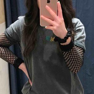 Super snygg nät tröja från Zara!! Väldigt liten i storleken, passar mig som vanligtvis har XS men sitter väldigt tajt. Skulle säga att den är som en XS - XXS!! Köpare står för frakten.