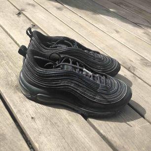 Säljer mina Nike air max 97, endast använda 2 ggr pga fel storlek. Nypris 1900kr säljer för 800kr, kan frakta