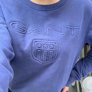 En marinblå gant sweatshirt. Bra skick!💜 Frakt tillkommer💜