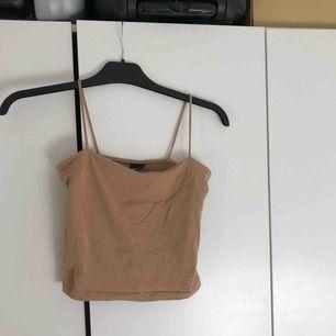 Brunt/beige linne från Gina Tricot. Storlek S passar även XS