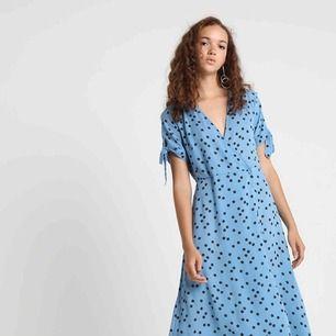 Klänning i toppenskick i storlek 34 från Gina tricot, sparsamt använd