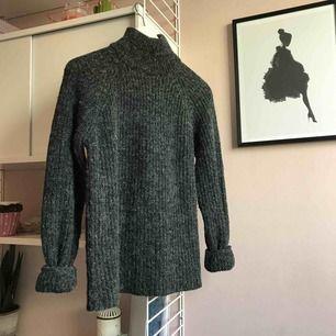 Fin stickad tröja från NA-KD. Använd en enstaka gång. Köparen betalar frakten :)