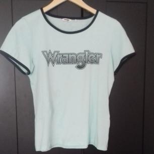 Wrangler Tshirt i storlek small   Knappt använd