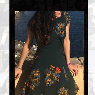 Otroligt fin klänning från weekday. Använd 1 gång