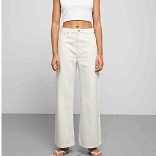 Vita jeans från weekday, sitter super men använder aldrig :/