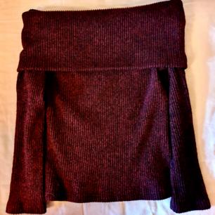 Röd off shoulder tröja
