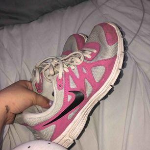 Nike skor, strl 38, skriv privat för mer bilder