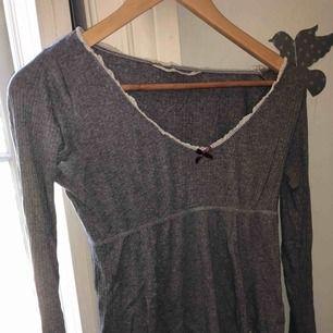 Äkta Odd Molly tröja, jätte fin men kommer aldrig till användning längre. Köpt för runt 800kr men säljer för 100kr + 10kr frakt😊💘 Den passar i princip alla storlekar då den e sjukt stretchig ‼️endast swish‼️