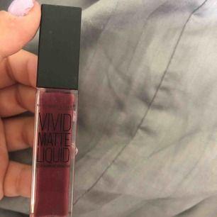 Liquid lipstick ifrån maybelline newyork, endast testad. Superfin färg