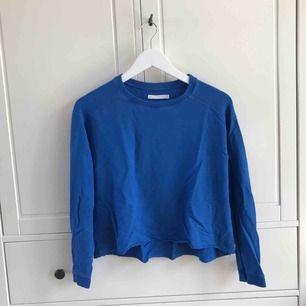 Kornblå skön sweatshirt från Weekday. Köparen står för frakt, kan även mötas upp i Helsingborg.