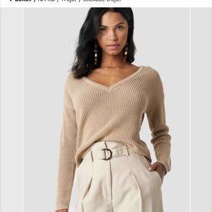 Precis beställt hem denna stickade tröja från na-kd.  Innan jag skickar tillbaka den tänkte jag bara kolla om någon skulle vara intresserad av att köpa den för 250kr (originalpris 300). Ser precis ut som på bilden med prislapp kvar.