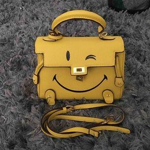 Säljer en helt ny gul väska 160kr, köparen står för frakt betalning sker via swish💗