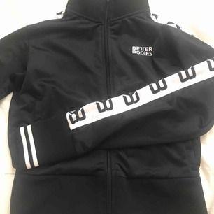 Better Bodies track jacket  Ord pris 999kr  Stl M passar S också.  Endast testad!  Pris kan diskuteras  Endast frakt (köparen står för frakten)