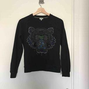 Äkta Kenzo tröja i bra skick!🥰 Säljer för at den är för liten.