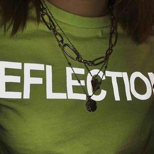 """Neon tröja med trycket """"reflection"""" Köparen står även för frakt:)"""