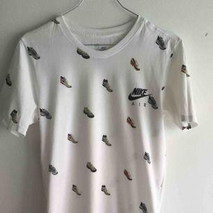 Nike t-shirt som har använts två gånger i väldigt gott skick. Inköpt förra sommaren!