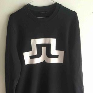 J.Lindberg tröja som är i bra skick, dock är trycket lite slitet och därav priset!