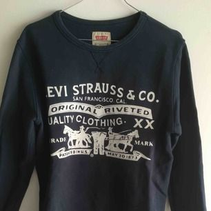 Levis tröja som är i bra skick i storlek 14 för barn (kille) men kan användas som en XS tröja för dam!