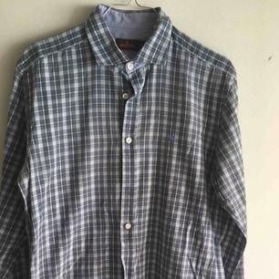 Morris skjorta som är i ok skick som har använts många gånger!