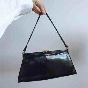 Supersnygg handbag från Oroton, köpt i Australien. kan mötas upp i Stockholm eller så står köparen för frakt 💕